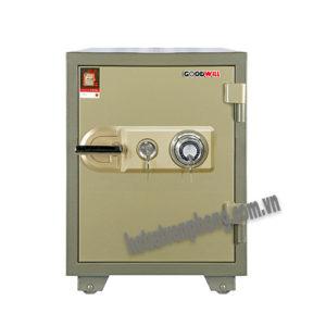 khách hàng đang sử dụng két sắt khóa cơ cần lưu ý